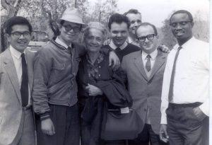 Albertina con alcuni focolarini a Loppiano