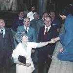 Gianni Ricci con Maras e Chiara alla fabbrica di roulottes di Loppiano