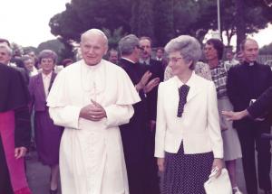 Il Papa S. Giovanni Paolo II, Chiara e Maras - 1984 - Centro Mariapoli di Rocca di Papa (2)