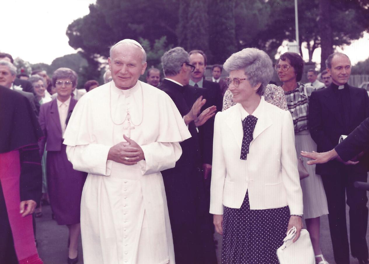 Il Papa S. Giovanni Paolo II, Chiara e Maras – 1984 – Centro Mariapoli di Rocca di Papa (2)