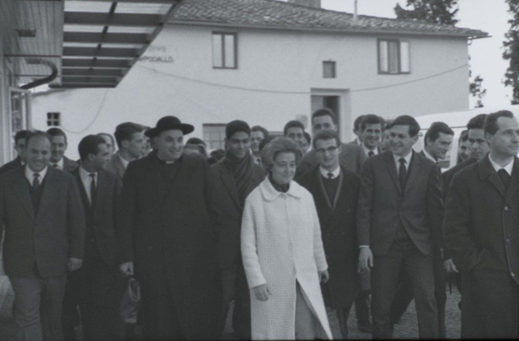 Al centro Chiara Lubich con Don Foresi a Campogiallo di Loppiano