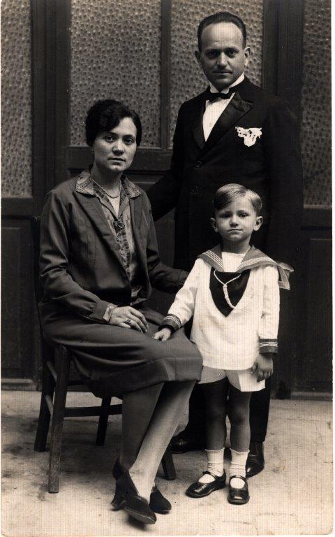 A 4 o 5 anni con mamma Albertina Violi e papà Livio