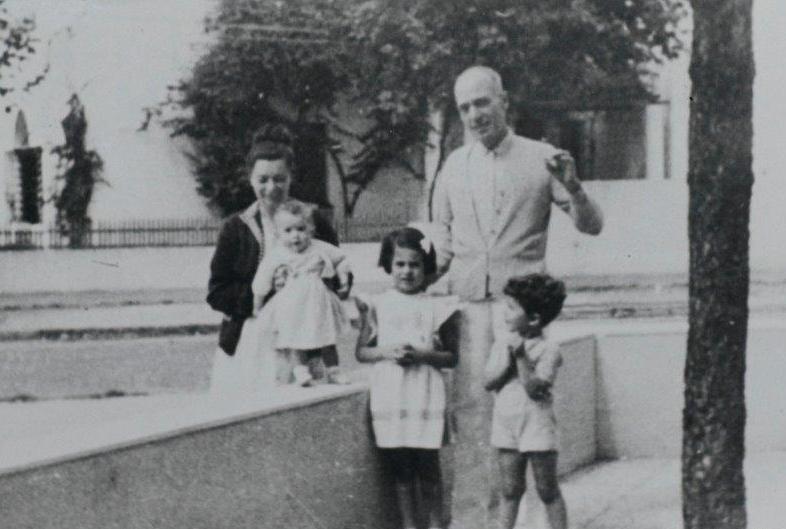 La famiglia Lagorio a Montevideo: mamma Paola e papà Leo e da sinistra Mabel, Caterina e Aurelio.